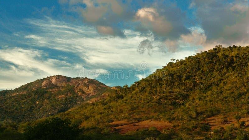 Beëindigen van gouden uur, São José Hill, Feira DE Santana, Bahia, Brazilië stock foto