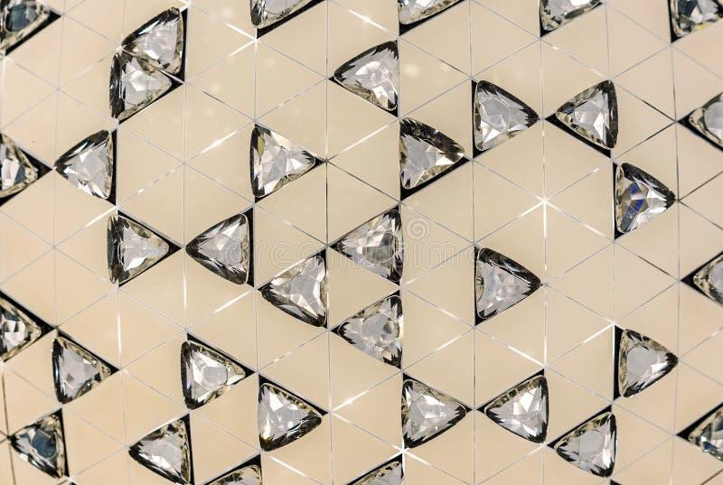 Beżowy tło z kryształami Kryształy na beżowym tle obraz royalty free
