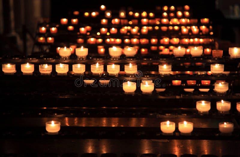 Be för stearinljus royaltyfri fotografi