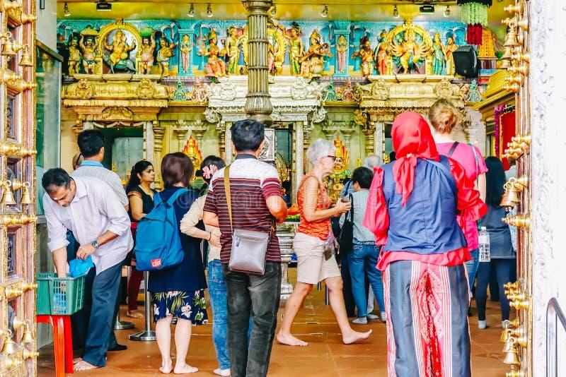 Be inre Sri Veeramakaliamman för folk tempel i lilla Indien, en av den äldsta templet av Singapore royaltyfri fotografi