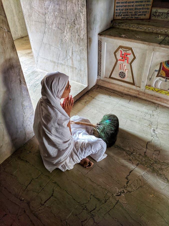 Be Jain tempel för Jain munk i Indien royaltyfri fotografi