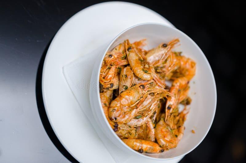 Be*wegen-gebraden garnalen Één van het nationale hoofdgerecht van Thailand ` s het populaire voedsel in Thailand stock foto's