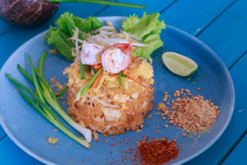 Be*wegen-gebraden rijstnoedels (Stootkussen Thai) royalty-vrije stock afbeelding