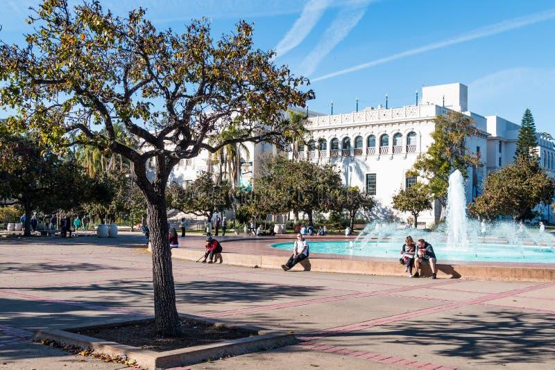 Bea Evenson fontanna i historii naturalnej muzeum w balboa parku fotografia stock