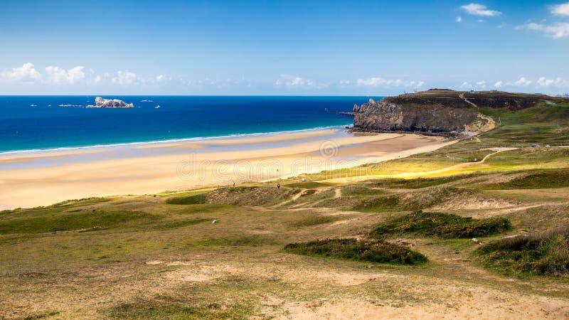 Beach Anse de Pen-Hat Presqu'ile de Crozon, Parc naturel στοκ εικόνες