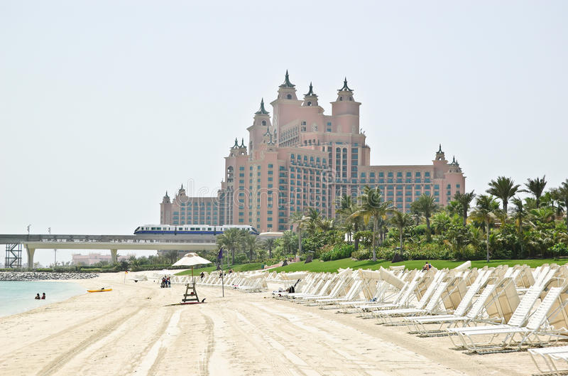 Download Beach Of Atlantis The Palm Hotel Royalty Free Stock Photo - Image: 10915565