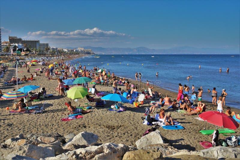 Beach Fuente de la Salud en la ciudad de Benalmadena Málaga fotos de archivo