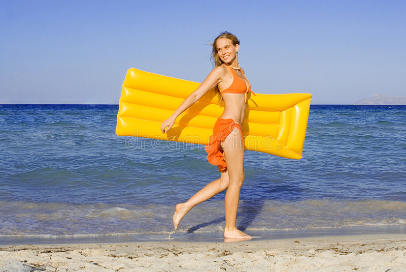 beach happy smiling woman στοκ φωτογραφία με δικαίωμα ελεύθερης χρήσης