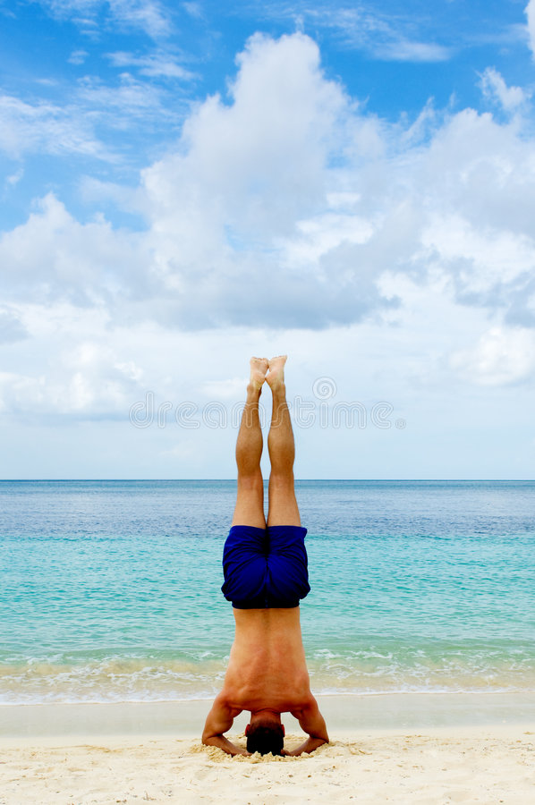 beach headstand στοκ φωτογραφίες με δικαίωμα ελεύθερης χρήσης