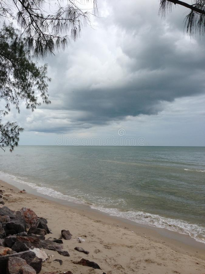 Beach& x27; lluvia que va de s foto de archivo libre de regalías