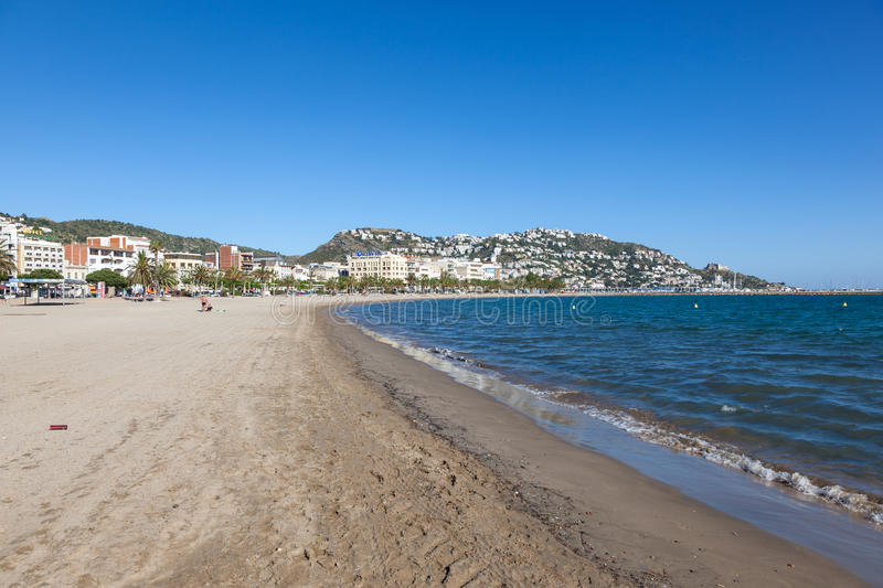 Beach in roses costa brava spain editorial photo image - Office de tourisme rosas costa brava ...