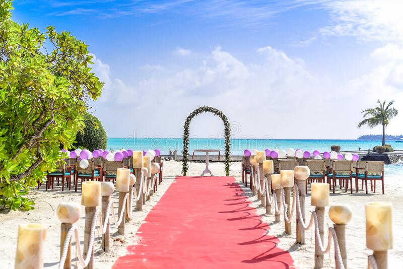 Beach Wedding Event Under White Clouds And Clear Sky During Daytime Free Public Domain Cc0 Image