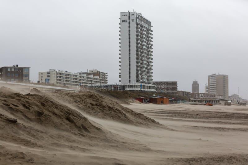 Beach of Zandvoort, Nederland, op een stormachtige dag stock afbeeldingen