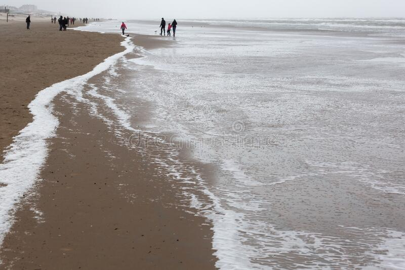 Beach of Zandvoort, Nederland, op een stormachtige dag royalty-vrije stock afbeelding