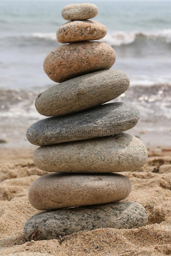 beach zrównoważone kamienie zdjęcie royalty free