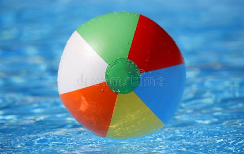 beachball浮动 免版税库存图片