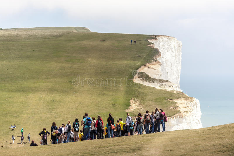 BEACHEY-HUVUD, SUSSEX/UK - MAJ 11: Skolatur som stoppar för th arkivfoto