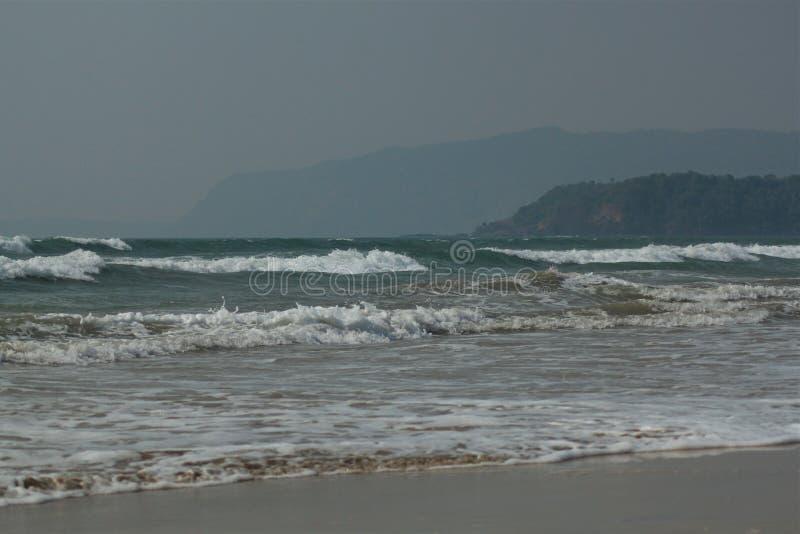Beachscape - hav, strand & kullar royaltyfria foton