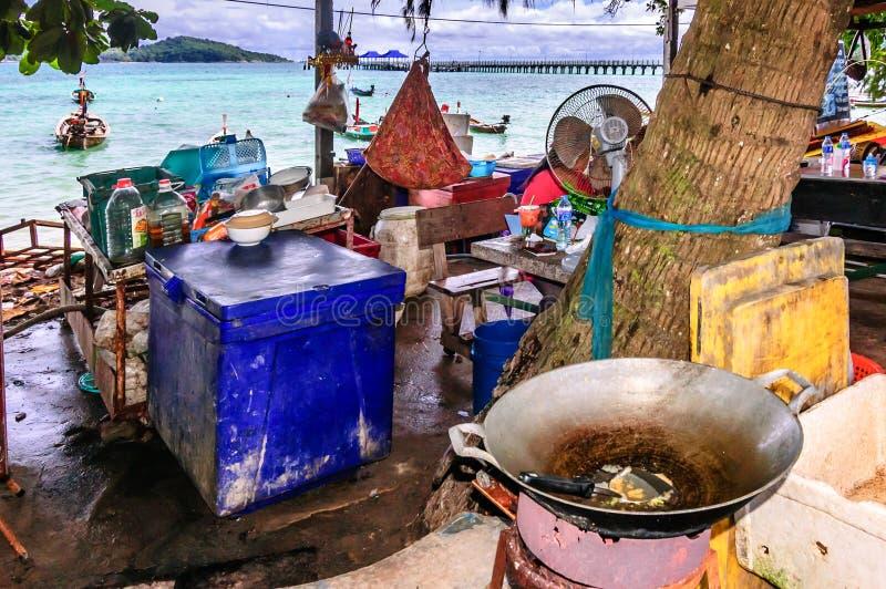 Beachside matlagning i Phuket, Thailand fotografering för bildbyråer