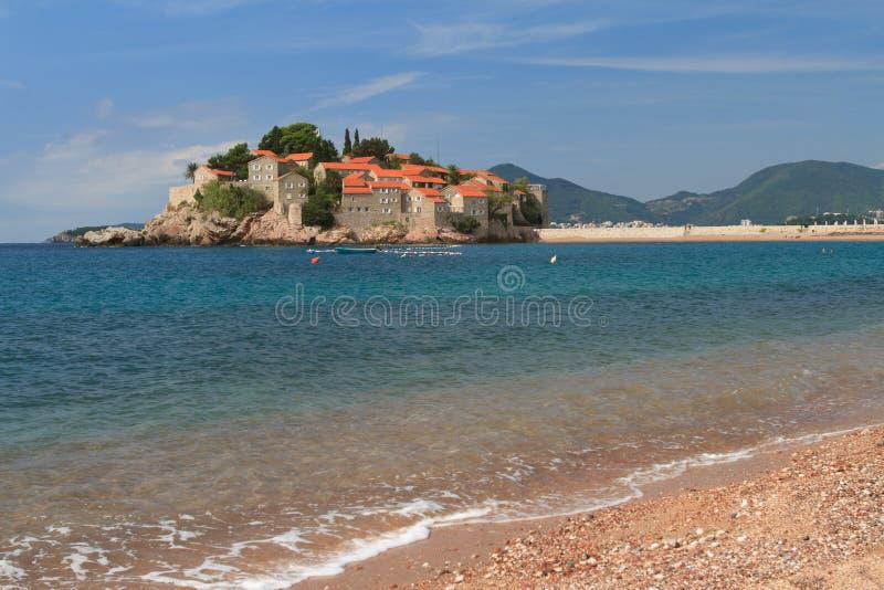 Beachtlicher Erholungsort von Insel Sveti Stefan im adriatischen Meer lizenzfreie stockfotografie