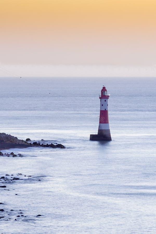 Beachy επικεφαλής φάρος και απότομοι βράχοι κιμωλίας στην ανατολή, Σάσσεξ, Αγγλία, UK στοκ εικόνα