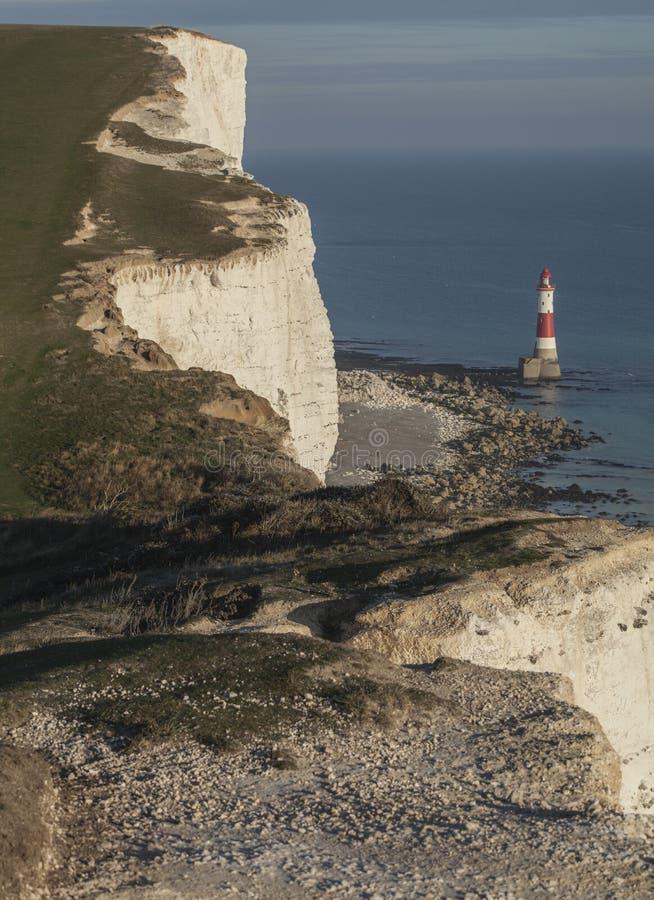 Beachy głowa, East Sussex, Anglia - falezy, latarnia morska, morze obraz stock