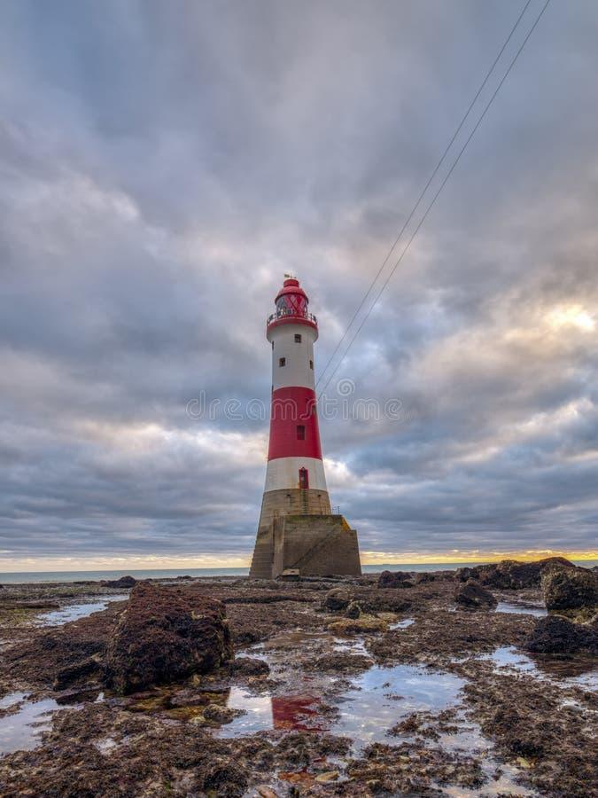 Beachy g?owy ?wiat?o od pla?y na jesie? wiecz?r zmierzchu z HDR przerobem, East Sussex, UK fotografia stock