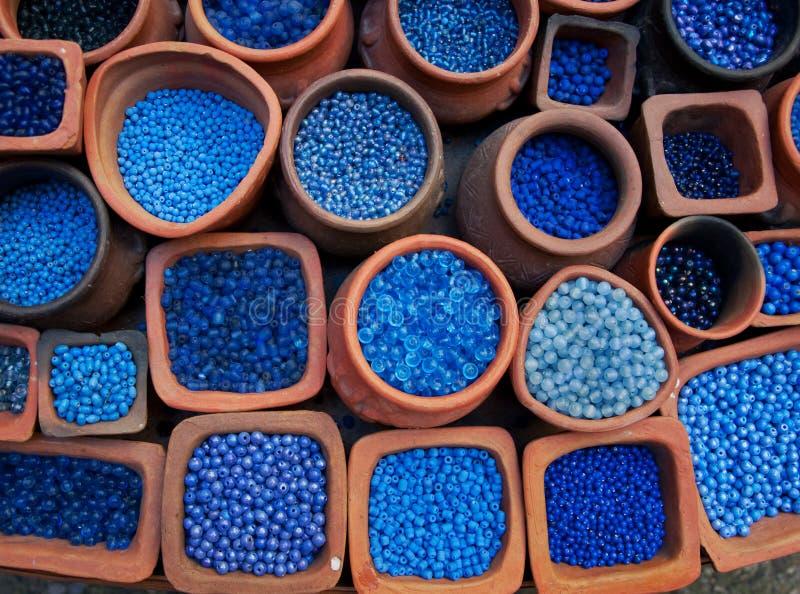 beads blå cottakrukaterra royaltyfri fotografi