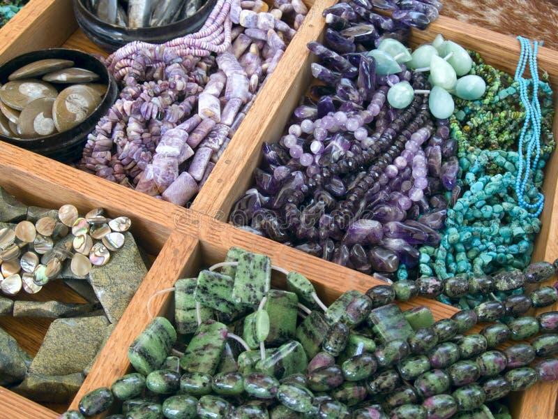 beads dyrbart halvt för gemstone royaltyfri bild