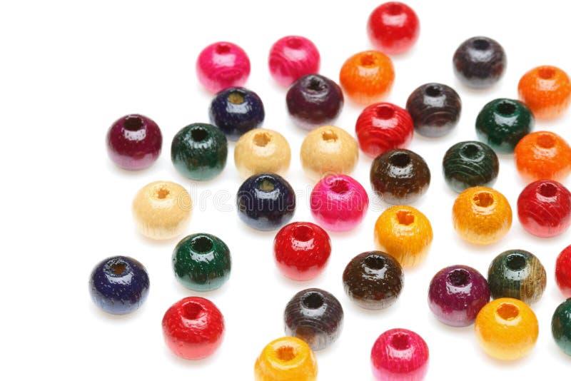 beads färgrikt trä royaltyfria bilder