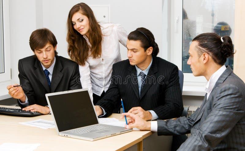 Beambten die een bespreking hebben stock afbeelding