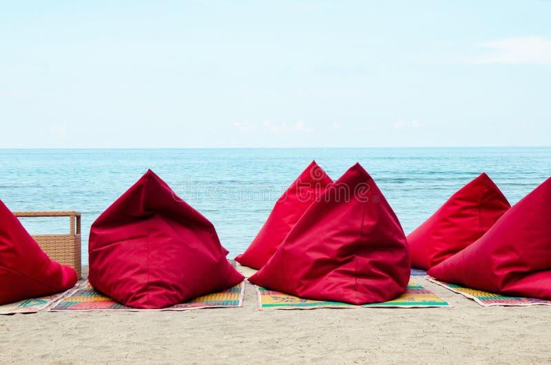 Bean Bags op het strand - Voorraadbeeld royalty-vrije stock foto's