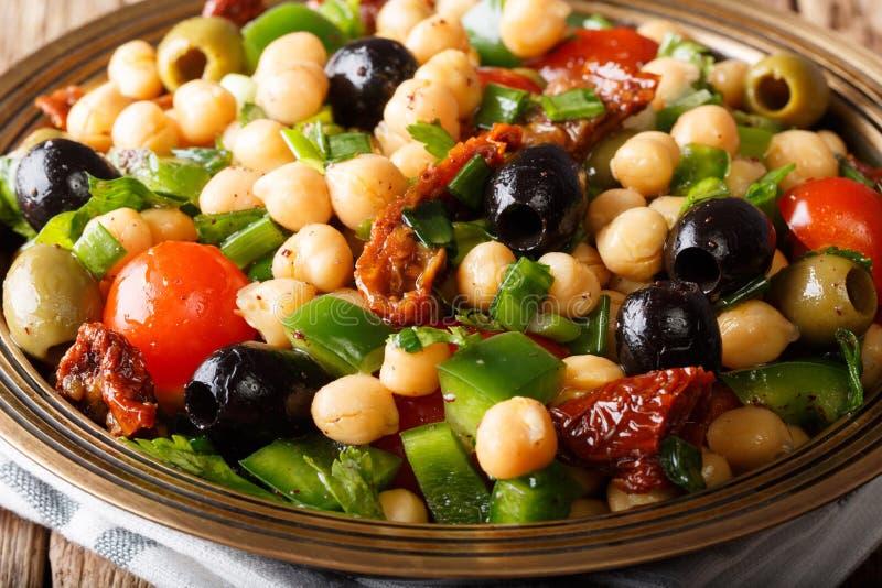 Bean Salad Balela medio-oriental con los garbanzos, tomates, oni fotos de archivo