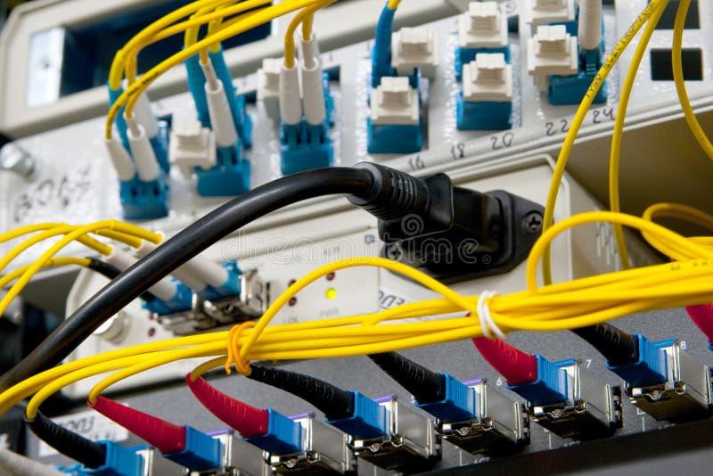Beanspruchen Sie Glasfaseranschlüsse stark lizenzfreie stockfotografie
