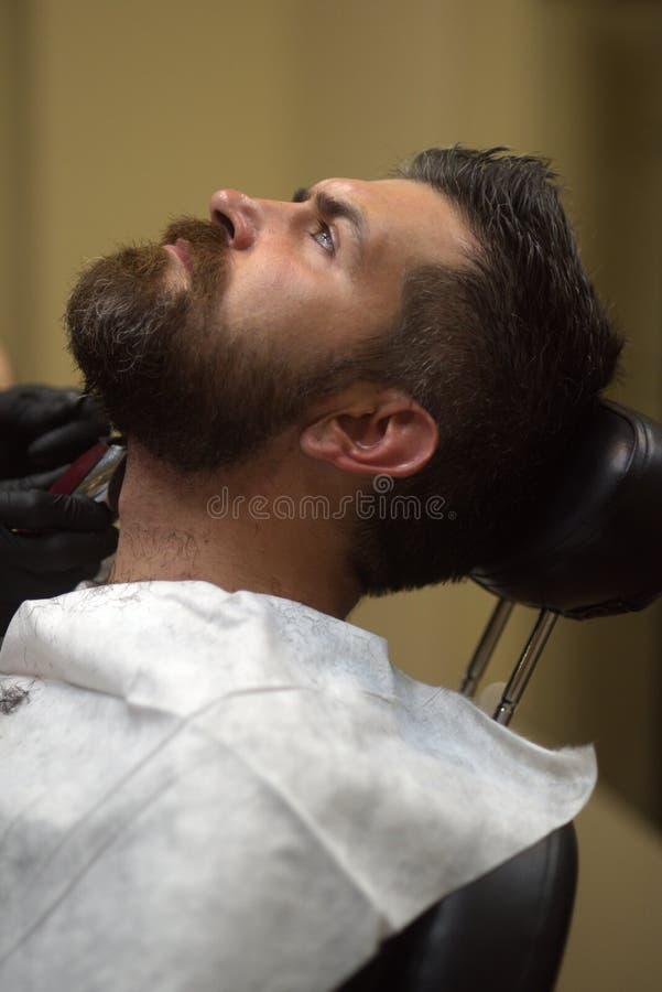 Bearard Man Mustache em barbearia imagens de stock