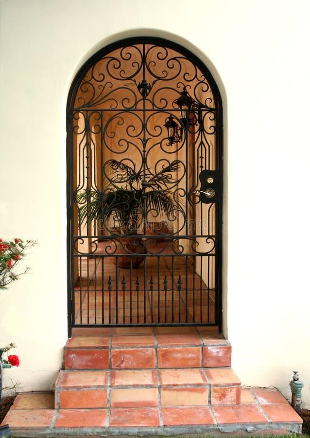 Bearbeitetes Eisen-Tür lizenzfreies stockbild
