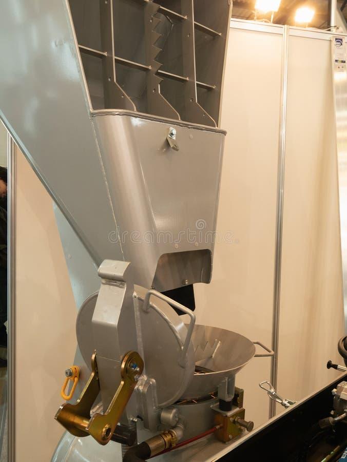 Bearbeta maskin för konkret för trädegtimmer blandare för journal arkivfoton