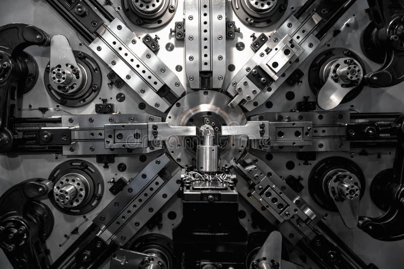 Bearbeta med maskin för operatör som är automatiskt arkivbilder