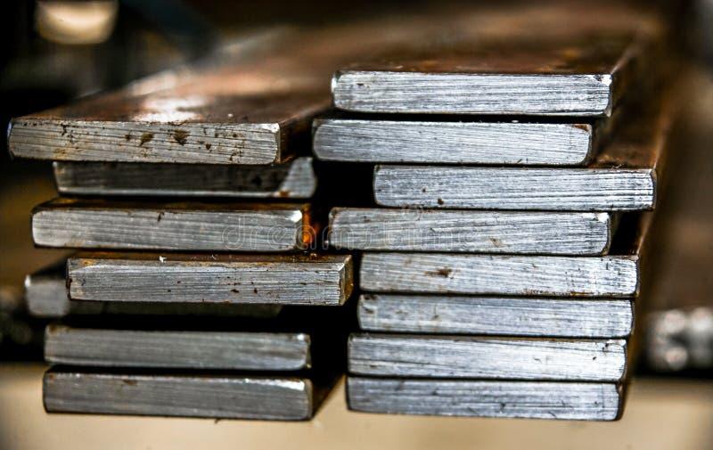 Bearbetade staplade stålplattor fotografering för bildbyråer