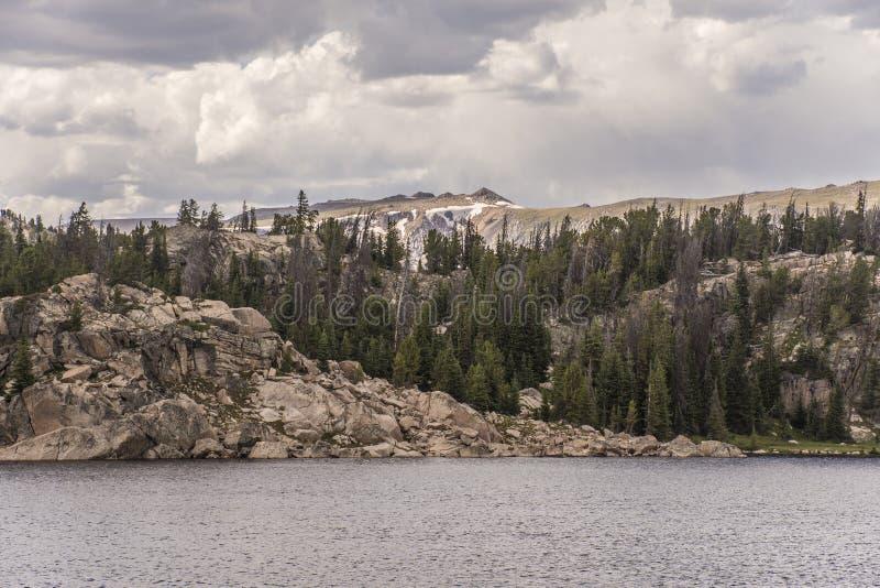 Beartooth huvudväg - lång sjö arkivbild
