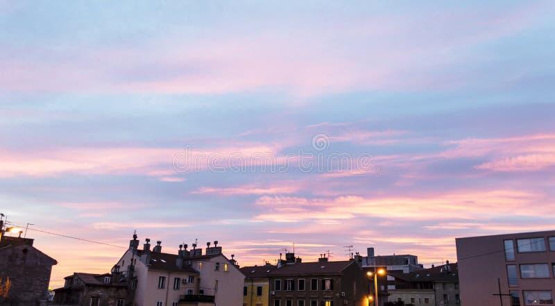 Beatifull solnedgång över stad av Rijeka royaltyfri foto