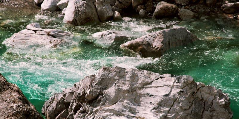 Beatuiful瓦尔博纳河在阿尔巴尼亚水中晃动自然 图库摄影