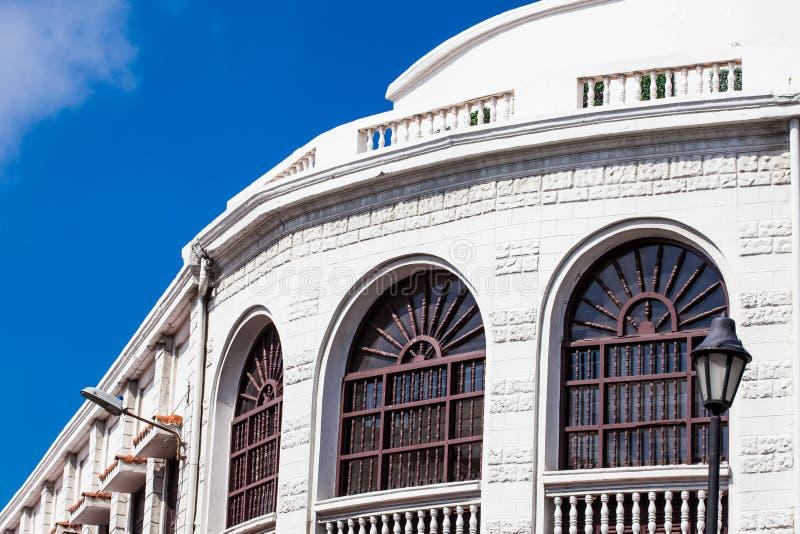 Beau bâtiment colonial situé à Carthagène de Indias images libres de droits