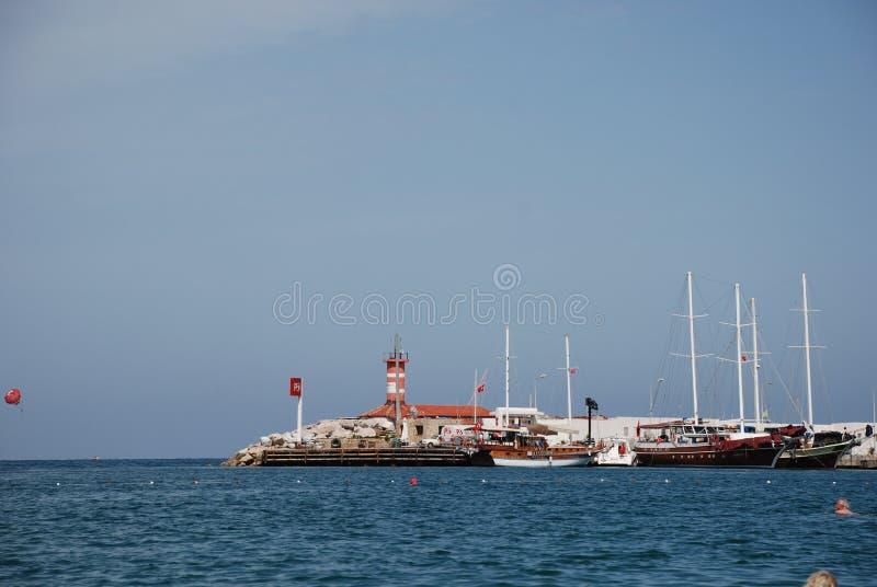 Beau bateau de navigation en mer Méditerranée chez la dinde photo libre de droits