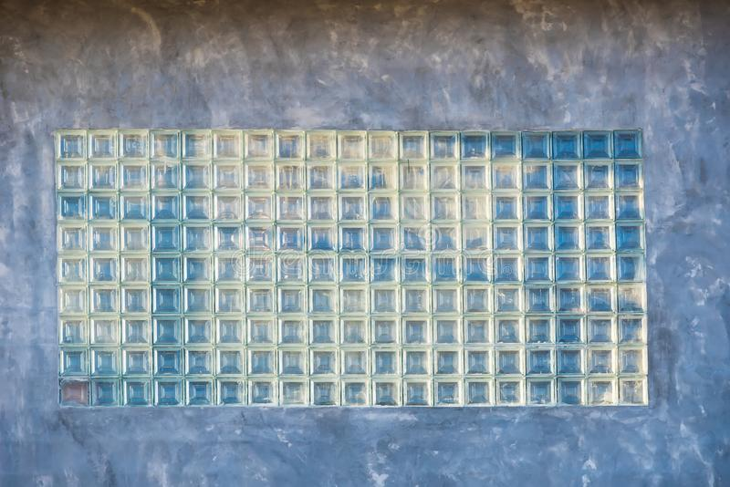 Beau bloc en verre décoré sur le mur de ciment thailand photos stock