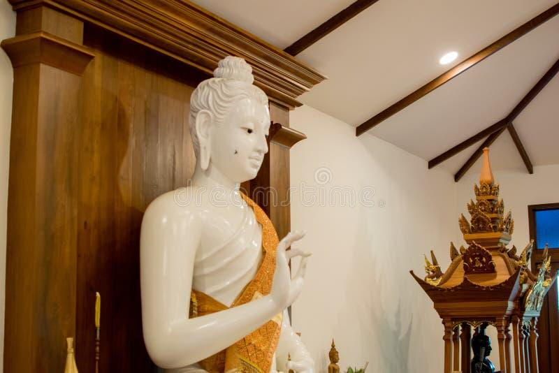 Beau Bouddha de marbre blanc photos libres de droits
