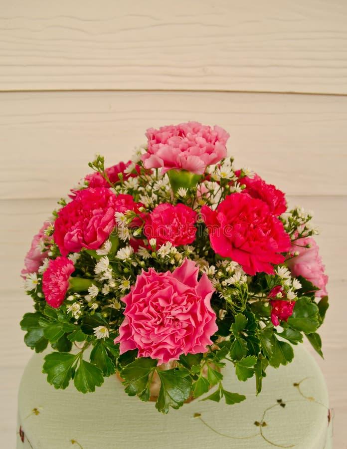 beau bouquet de fleur avec l 39 oeillet photo stock image. Black Bedroom Furniture Sets. Home Design Ideas