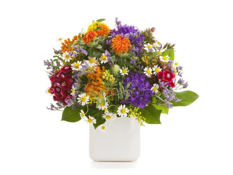 Beau bouquet de fleur d'été d'isolement photos libres de droits