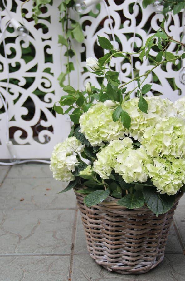 Beau bouquet de mariage avec la pivoine et les roses photographie stock