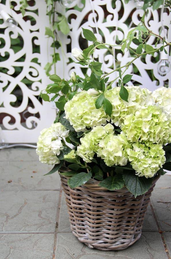 Beau bouquet de mariage avec la pivoine et les roses photo stock